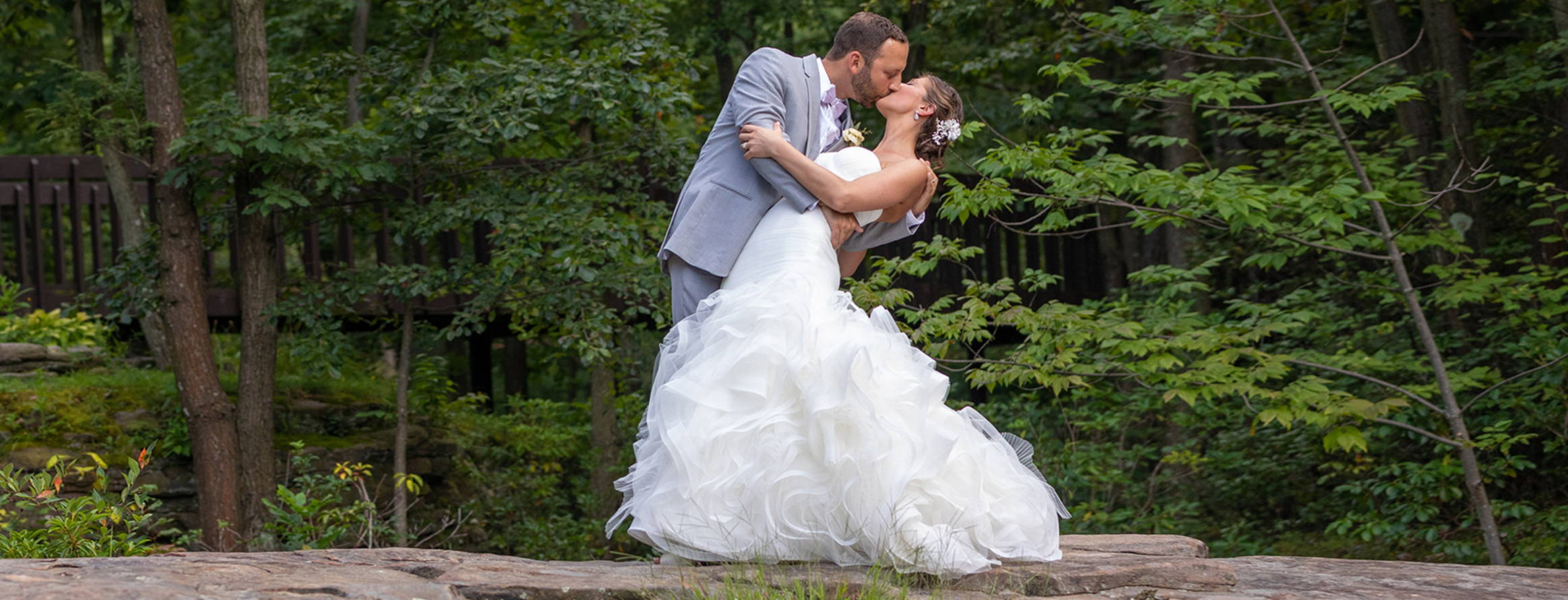 Experience a<br><strong>Woodlands Wedding</strong>